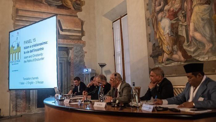 Sammak participe à l'un des panels de la réunion de Ponti di Pace (Ponts de paix), organisée par Sant'Egidio à Bologne.