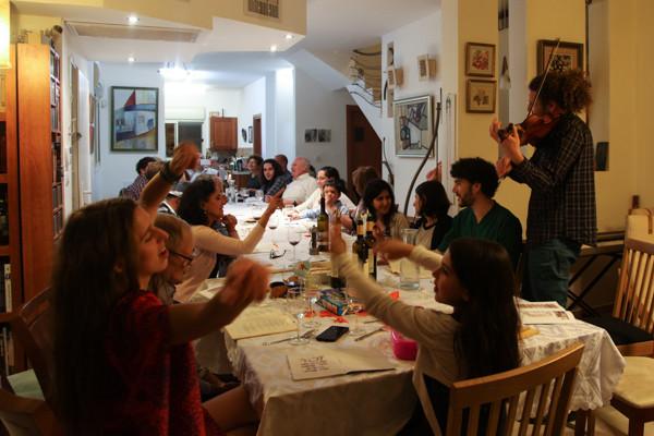 Un <i>Seder</i>, le repas pascal, sans Dieu