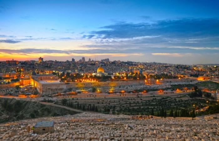 Pia Compagnoni se cachait des photographes. Nous lui rendons hommage avec ce coucher de soleil sur Jérusalem, ville qu'elle aimait tant. (Photo Shutterstock.com)