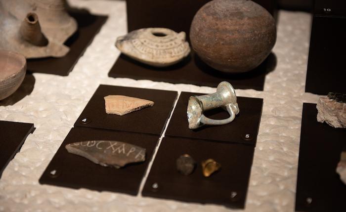 Fragments et objets de terre cuite
