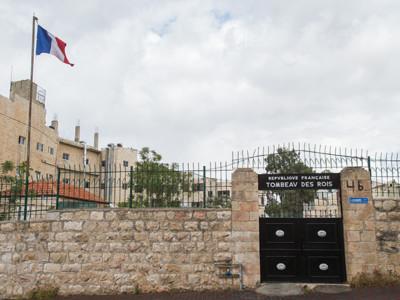 Confrontation au Tombeau des rois, la France referme le site