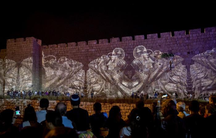 Une foule dense et joyeuse se presse aux abords de la Porte de Jaffa où le Festival bat son plein © Yonatan Sindel/Flash90