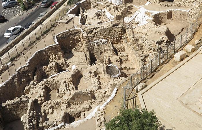 Vue d'ensemble des fouilles archéologiques au mont Sion où a été retrouvé le fossé que les croisés ont comblé en 1099 pour assiéger Jérusalem © Virginia Withers, avec l'aimable autorisation de Shimon Gibson