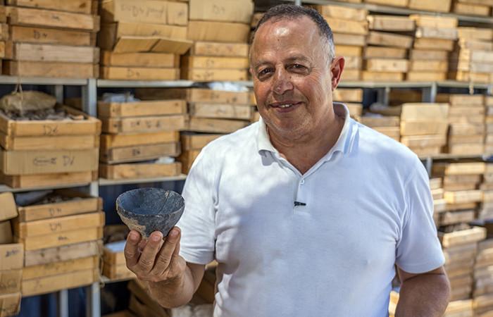Bol datant de la période néolithique, retrouvé à Motza, près de Jérusalem ©Yaniv Berman, Autorité des Antiquités israéliennes