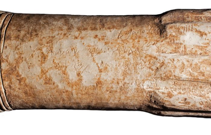 Zoom sur des inscriptions datant de la fin du IXe siècle ou du début du VIIIe siècle av. J.-C. évoquant la guerre du roi de Moab contre Israël © Adam Bean