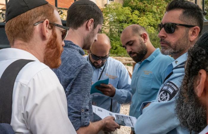 Les autorités israéliennes contrôlent les inscriptions à l'entrée du site, 24 octobre 2019.©Claire Riobé/Terre Sainte Magazine