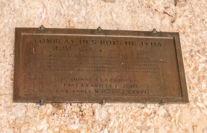 Plaque indiquant la propriété de la France sur les lieux, 24 octobre 2019.©Claire Riobé/Terre Sainte Magazine