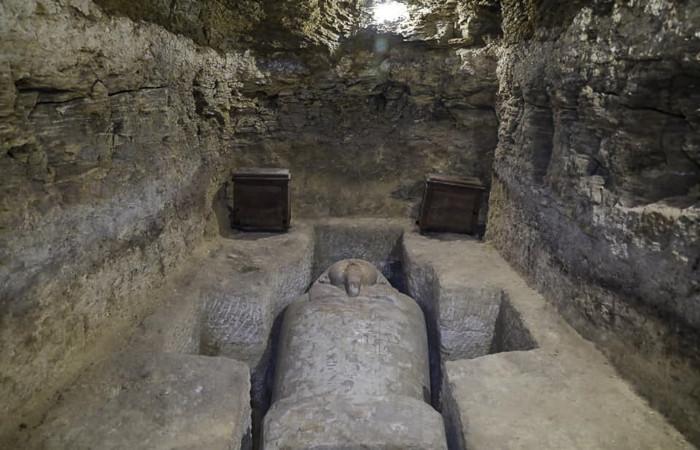 L'une des tombes mises au jour sur le site d'Al Ghoreifa (Egypte), contenant plusieurs sarcophages. ©Egyptian Ministry of Tourism and Antiquities