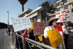 Israël : des femmes marchent dans le désert pour le «droit au divorce»