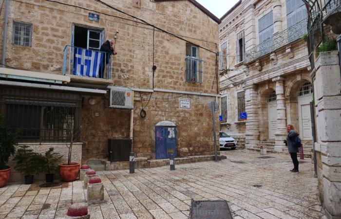 Début du confinement : les habitants rentrent peu à peu chez eux. Quartier chrétien. ©Claire Riobé/TSM