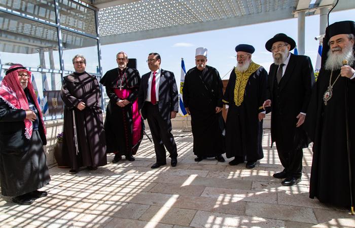 Queques-un des participants de la prière intereligieuse qui s'est tenue à la municipalité de Jérusalem pendant la pandémie de coronavirus  Mars 2020 ©Andrea Krogmann