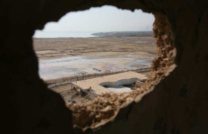 Tout comme le lac de Tibériade, la Mer Morte (Cisjordanie) s'est asséchée de façon dramatique ces dernières années. 27 Novembre 2008. ©Yossi Zamir/Flash90