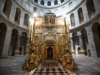Vidéo: Visite dans un Saint-Sépulcre sans pèlerin