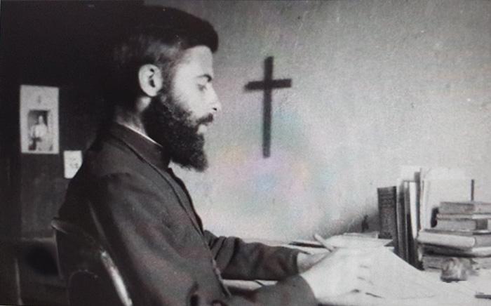 Au Liban et en soutane, frère Yohanan Elihai.