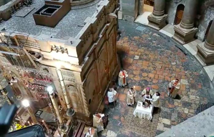 Vigile de Pâques, le 11 avril, filmé depuis la coursive du Saint-Sépulcre. Capture d'écran