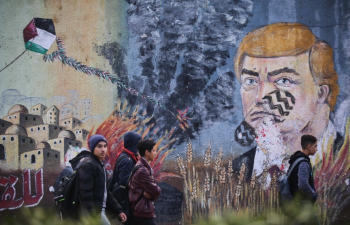 Graffiti représentant Donald Trump avec une trace de pas sur le visage, peint par des manifestants Palestiniens. Gaza, 29 Janvier 2020. Ali Ahmed/Flash90