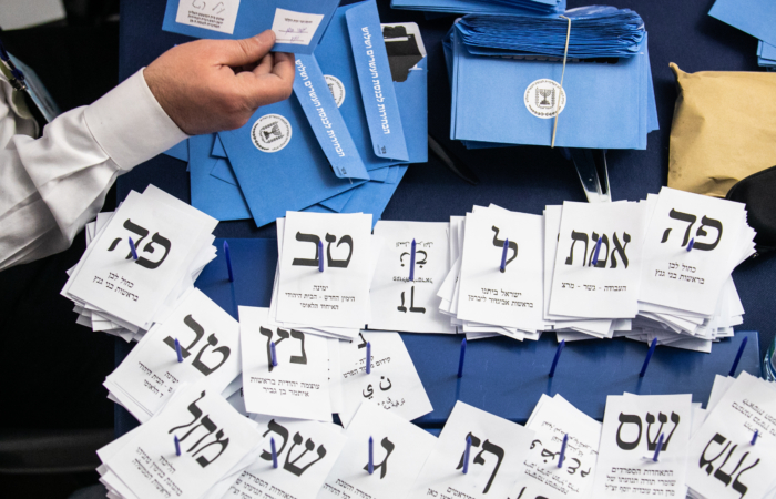 Dépouillement des bulletins de vote lors des élections législatives du 4 mars 2020. Olivier Fitoussi/Flash90