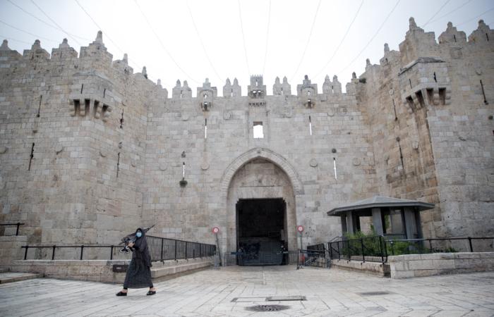 La porte de Damas étrangement vide lors du premier vendredi de Ramadan. 24 avril 2020. Yonatan Sindel/Flash90