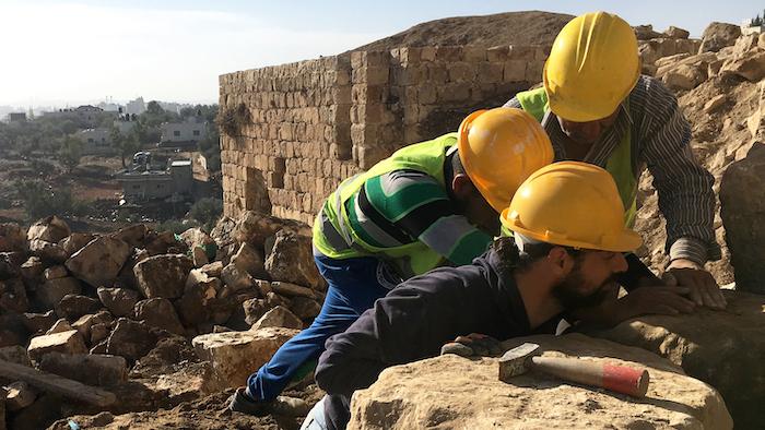 Ouvriers au travail à Kafr 'Aqab.
