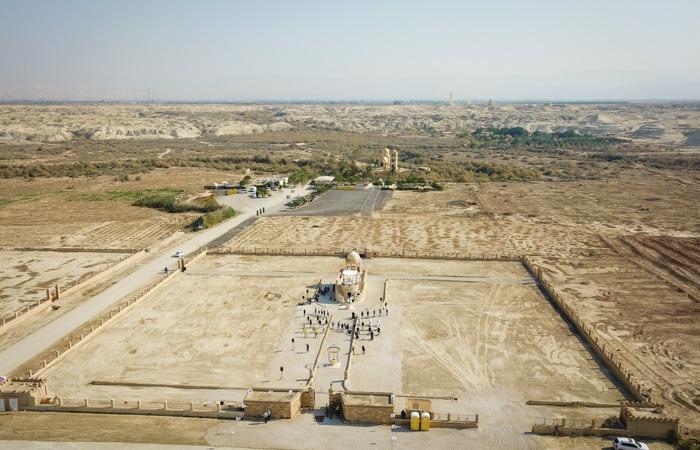 Vue aérienne sur un paysage désertique et ocre. ©Nadim Asfour/CTS