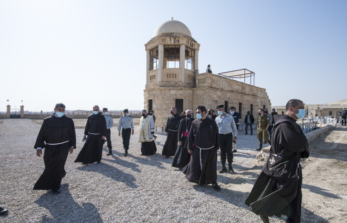 Fin de la célébration eucharistique et continuation du pèlerinage aux rives du Jourdain ©Nadim Asfour/CTS