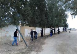 Des bédouins réparent un cimetière juif profané en Israël