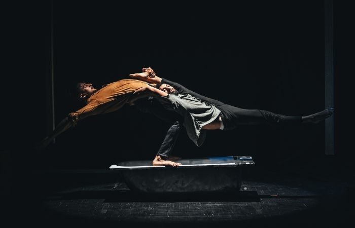 Figure acrobatique de deux artistes de l'Ecole. (Galerie photos : ©Ecole de cirque palestinienne).