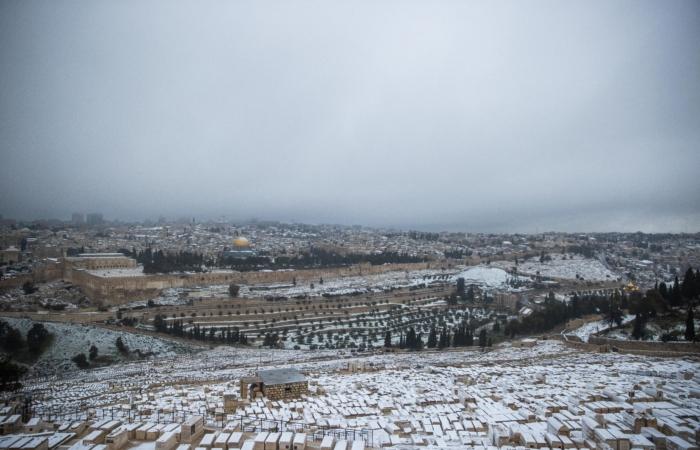 La meilleure vue sur Jérusalem est indubitablement celle du Mont des Oliviers. 18 février 2021. Photo : Yonatan Sindel/Flash90