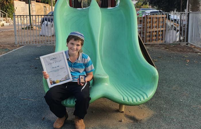Zvi Ben-David, âgé de 11 ans, a découvert la statuette ©Oren Shmueli, AAI