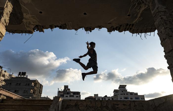 Abed Ayesh, 25 ans, s'entraîne au parkour pendant la quarantaine. Sep 25, 2020. © Fatima Shbair