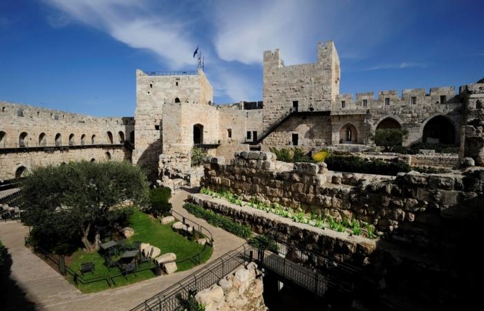 La tour de Phasaël (à gauche) ©Ricky Rachman TOD Museum