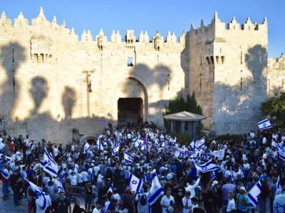 """Une """"marche des drapeaux"""" sous tension à Jérusalem"""