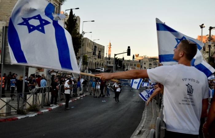 Porte de Damas, la séparation organisée entre Juifs Israéliens et Palestiniens est très visible ©Cécile Lemoine/TSM