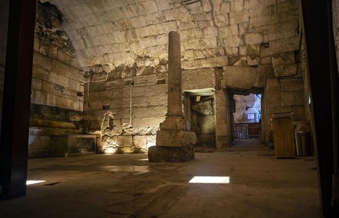 Vestiges de l'une des salles du bâtiment d'il y a 2000 ans récemment mis au jour à proximité du Mur Occidental ©Yaniv Berman/Israel Antiquities Authority