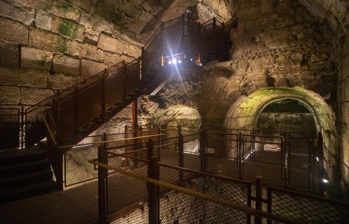 Aménagements pour l'ouverture au public des vestiges du magnifique bâtiment de 2000 ans récemment mis au jour  ©Yaniv Berman/Israel Antiquities Authority