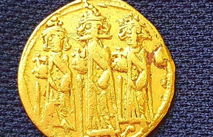 Pièce d'or à l'effigie d'Héraclius et de ses fils ©Amir Gorzalczany/AAI