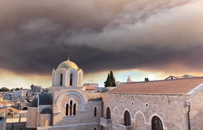 Le nuage de fumée depuis les toits de Jérusalem ©Beatrice Guarrera